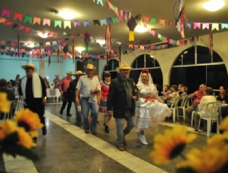 Festa Junina une integrantes da Medicina Preventiva da Unimed Assis